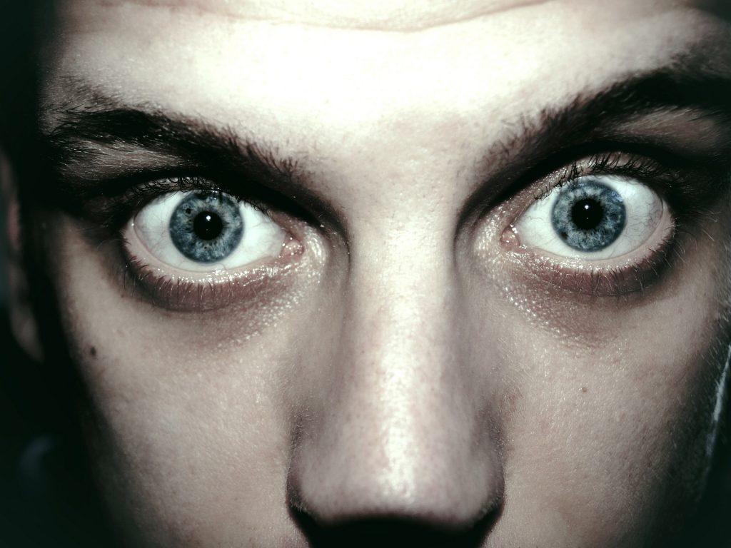 """Angst lässt in Dir einen inneren Horrorfilm mit sehr eindringlichen Zukunftsszenarien entstehen. Diese sind so """"überzeugend"""", dass Du ihnen glaubst."""